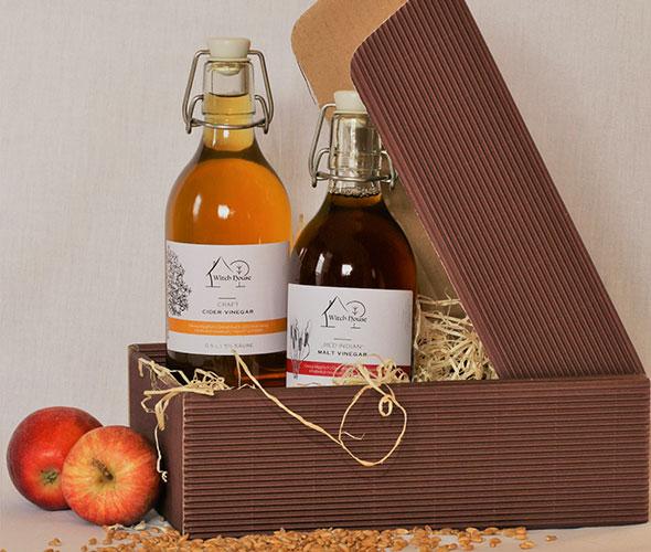 Foto der Geschenkbox mit den Vinegars von Witch House